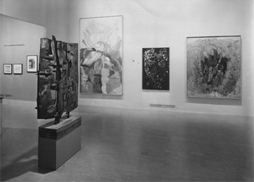 Colloquio davanti allo Specchio, 1957, bronzo, cm. 143x104x4, nella collezione del MOMA di New York.Foto Soichi Sunami