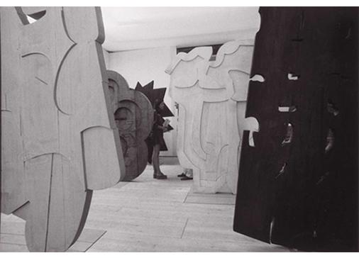 Trama, 1972, Sala personale di Consagra, alla XXXVI Esposizione Biennale Internazionale d'Arte,Venezia, 1972. Foto Ugo Mulas © Ugo Mulas Heirs. All rights reserved