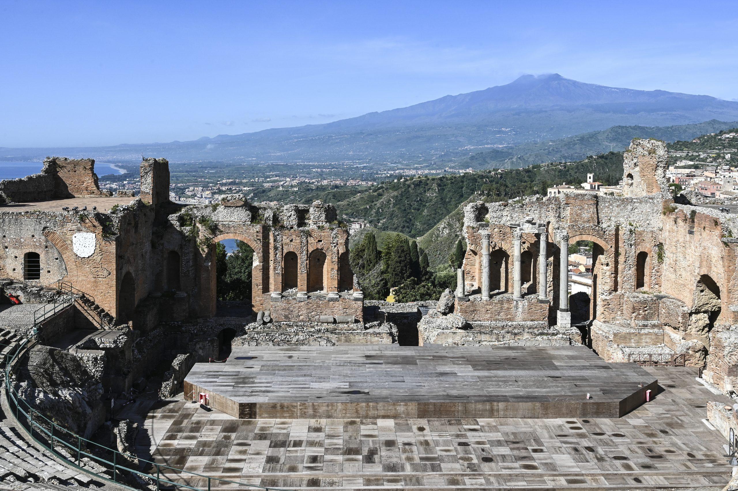 Pietro Consagra. Il colore come materia, Taormina, Teatro Antico